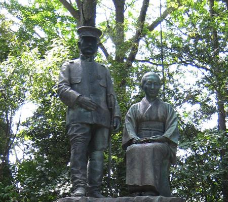 乃木大将夫妻の像